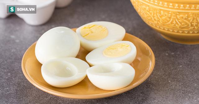 Ăn lòng đỏ nhiều sẽ bị bệnh tim và mỡ máu, lòng trắng mới tốt: Ai thích ăn trứng nên đọc - Ảnh 1.