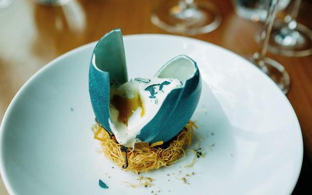 Trông như quả trứng nhưng đây lại là món tráng miệng đầy nghệ thuật từ vị đầu bếp nổi tiếng - Ảnh 6.