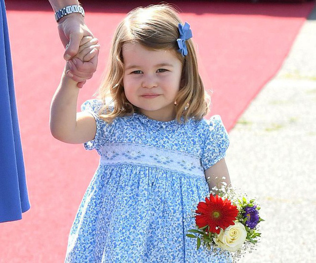 Dù còn bé xíu nhưng Công chúa Charlotte phải tuân theo những quy định nghiêm ngặt này của Hoàng gia Anh - Ảnh 1.