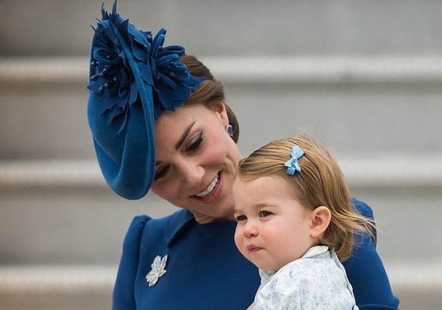 Dù còn bé xíu nhưng Công chúa Charlotte phải tuân theo những quy định nghiêm ngặt này của Hoàng gia Anh - Ảnh 4.