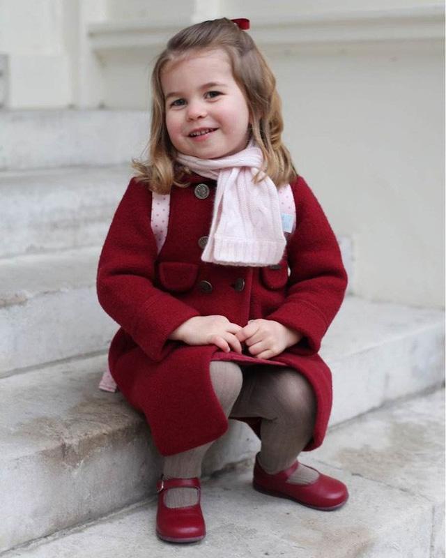 Dù còn bé xíu nhưng Công chúa Charlotte phải tuân theo những quy định nghiêm ngặt này của Hoàng gia Anh - Ảnh 5.