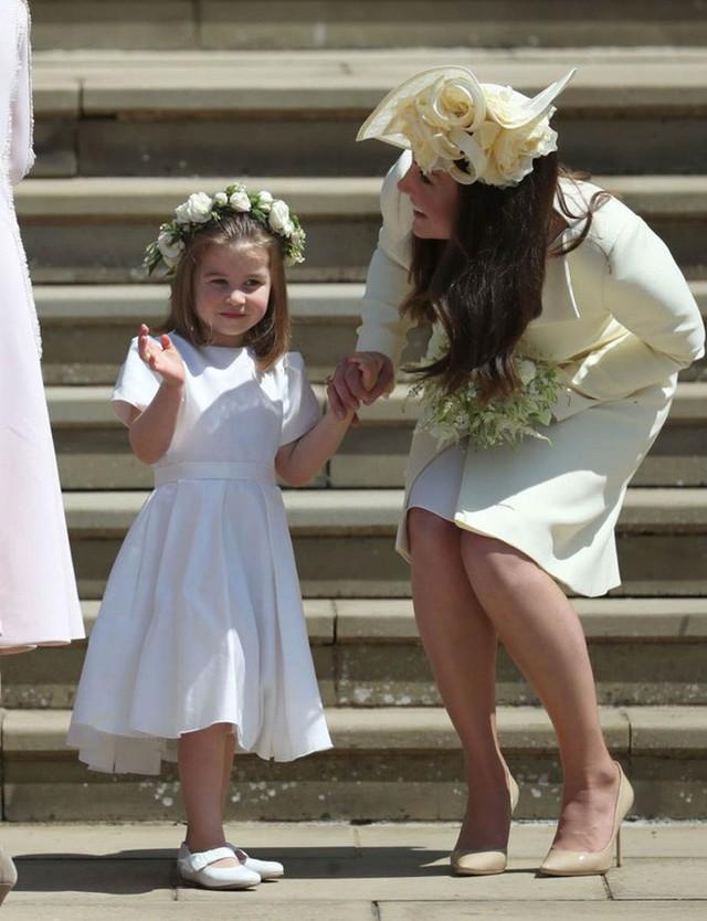 Dù còn bé xíu nhưng Công chúa Charlotte phải tuân theo những quy định nghiêm ngặt này của Hoàng gia Anh - Ảnh 6.