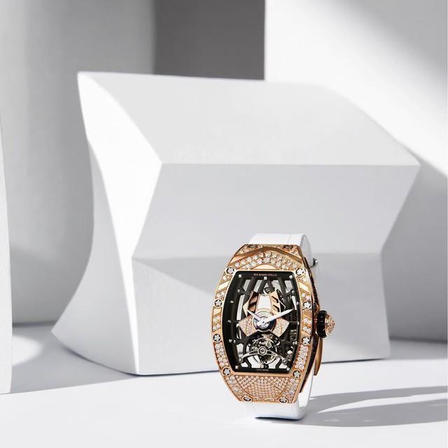 Mẫu đồng hồ tourbillion mới của Richard Mille: Có giá hàng trăm nghìn đô, sản xuất giới hạn và dành riêng cho phái đẹp!  - Ảnh 1.