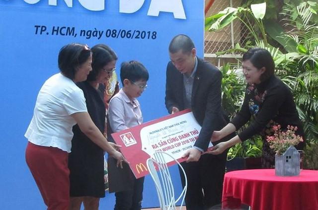 Một cậu bé Việt Nam được ra sân trong trận chung kết World Cup 2018 - Ảnh 1.