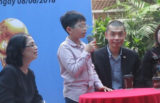 Một cậu bé Việt Nam được ra sân trong trận chung kết World Cup 2018 - Ảnh 2.