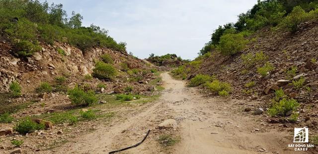 Cận cảnh siêu dự án nghỉ dưỡng ven bãi biển đẹp nhất Ninh Thuận bị bỏ hoang, sắp đến thời điểm bị thu hồi - Ảnh 2.