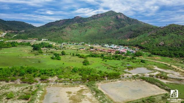 Cận cảnh siêu dự án nghỉ dưỡng ven bãi biển đẹp nhất Ninh Thuận bị bỏ hoang, sắp đến thời điểm bị thu hồi - Ảnh 6.