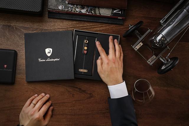 Chiêm ngưỡng chiếc tel thông minh mà Lamborghini tạo ra cho giới nhà giàu - Ảnh 9.