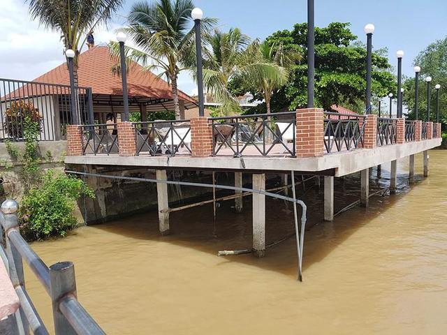 Cận cảnh đại công trình Resort lấn chiếm sông Hậu - Ảnh 2.