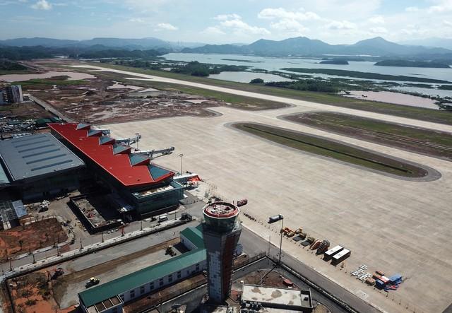 Toàn cảnh cảng hàng không quốc tế Vân Đồn trong ngày đâyn chuyến bay hiệu chuẩn Thứ nhất - Ảnh 1.