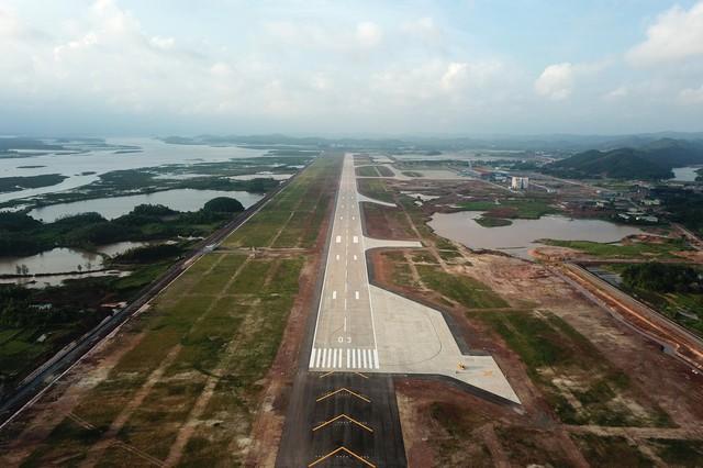 Toàn cảnh cảng hàng không quốc tế Vân Đồn trong ngày đâyn chuyến bay hiệu chuẩn Thứ nhất - Ảnh 2.