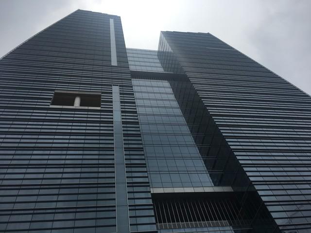 """""""Mắc kẹt"""" toà tháp nghìn tỷ trên 1 số con phố Lê Văn Lương, HUD muốn giao dịch dự án - Ảnh 1."""