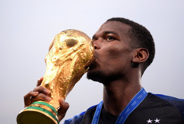 Khoảnh khắc lịch sử: Dàn sao đội tuyển Pháp thay nhau hôn Cúp vàng thế giới - Ảnh 12.
