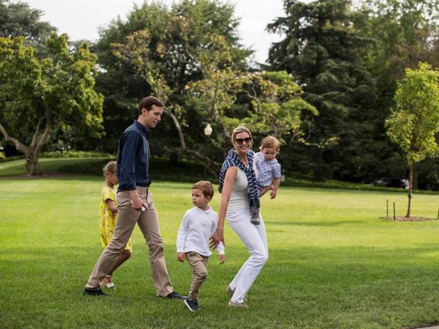 Khối tài sản của gia đình ông Trump lớn cỡ nào? - Ảnh 22.