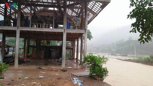Ảnh: Bão số 3 gây mưa to, lũ lớn khiến bản làng tan hoang - Ảnh 11.
