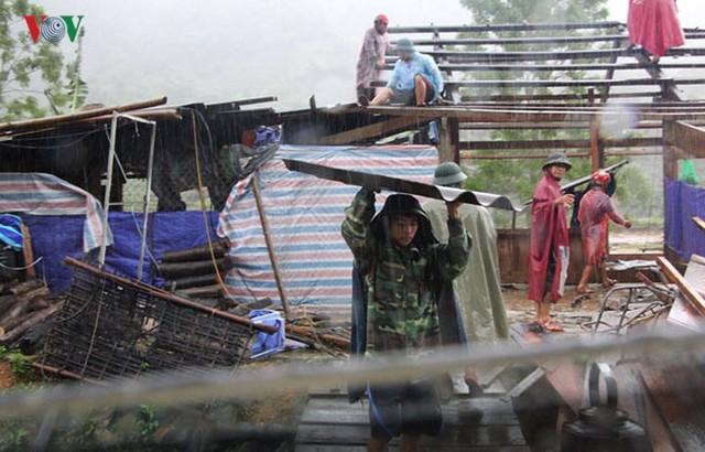 Ảnh: Bão số 3 gây mưa to, lũ lớn khiến bản làng tan hoang - Ảnh 13.