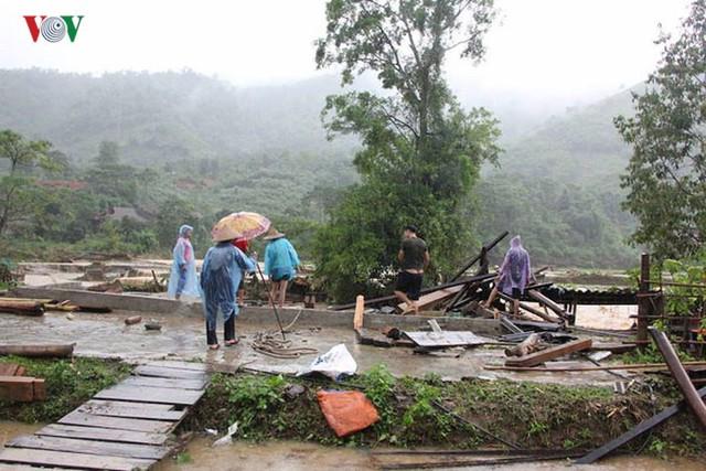 Ảnh: Bão số 3 gây mưa to, lũ lớn khiến bản làng tan hoang - Ảnh 8.