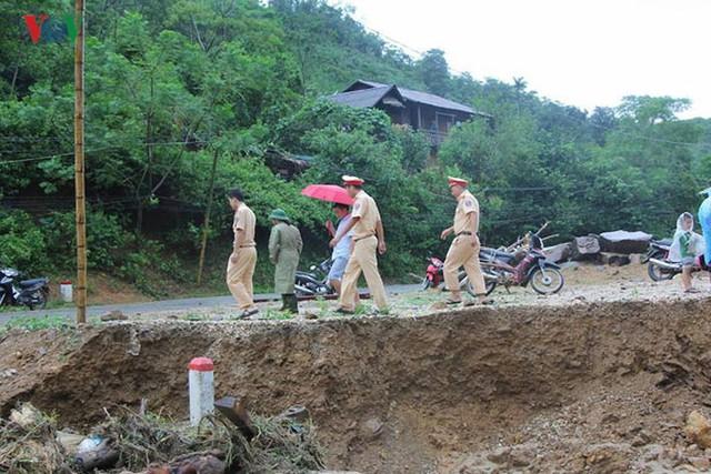 Ảnh: Bão số 3 gây mưa to, lũ lớn khiến bản làng tan hoang - Ảnh 9.