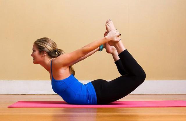 Gợi ý 3 bài tập đơn giản chữa trị đau lưng khi ngồi quá lâu - Ảnh 2.