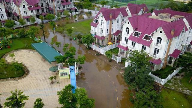 'Làng villa triệu đô Hà Nội ngập lụt vì bị bỏ rơi? - Ảnh 1.