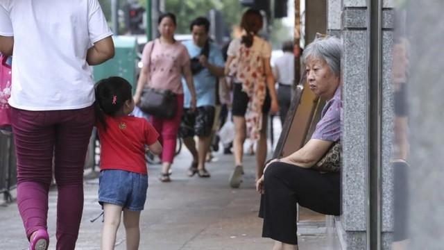 Câu chuyện về những người qua đêm tại McDonald Hồng Kông: Khi chốn công cộng trở thành nhà - Ảnh 7.