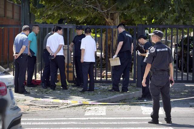 NÓNG: Đánh bom rung chuyển ngoại khu đại sứ quán Mỹ ở Bắc Kinh, nghi phạm đến từ Nội Mông - Ảnh 3.