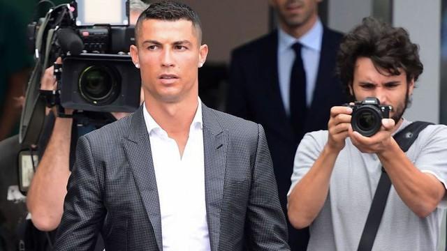 Ronaldo gật đầu nộp phạt vì tội trốn thuế ở Tây Ban Nha - Ảnh 1.