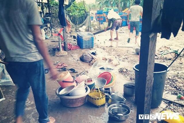 Ảnh: Người Việt thẫn thờ dọn dẹp đổ nát sau vụ vỡ đập thủy điện ở Lào - Ảnh 2.