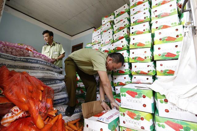 Kỳ lạ, nông sản Trung Quốc từ TP HCM nhập ngược lên Đà Lạt - Ảnh 2.