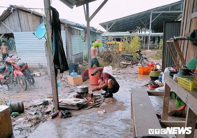 Ảnh: Người Việt thẫn thờ dọn dẹp đổ nát sau vụ vỡ đập thủy điện ở Lào - Ảnh 4.