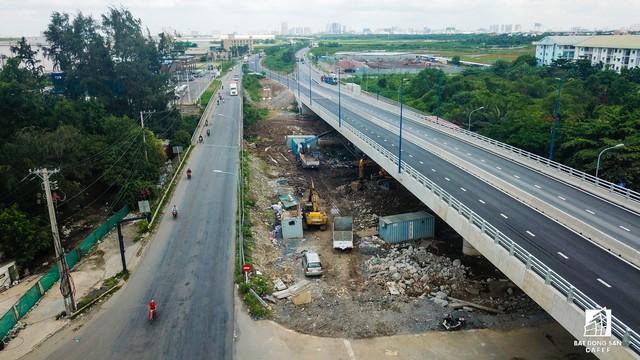 Toàn cảnh cây cầu 200 tỷ ở TP.HCM vừa đưa vào sử dụng đã bị sụt lún - Ảnh 10.