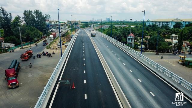 Toàn cảnh cây cầu 200 tỷ ở TP.HCM vừa đưa vào sử dụng đã bị sụt lún - Ảnh 15.