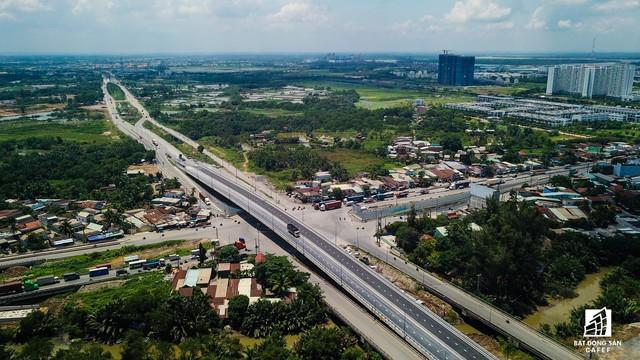 Toàn cảnh cây cầu 200 tỷ ở TP.HCM vừa đưa vào sử dụng đã bị sụt lún - Ảnh 16.