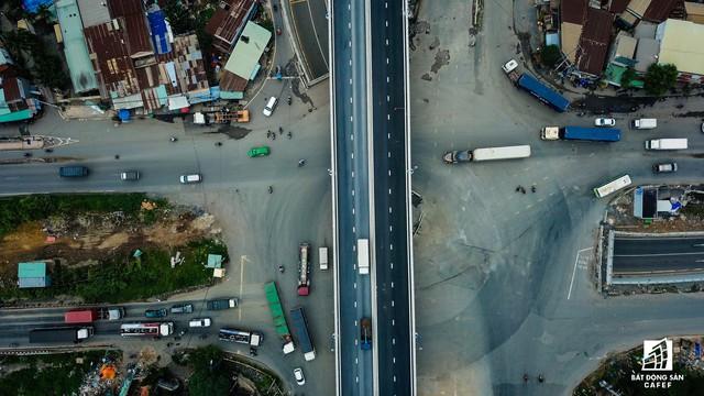 Toàn cảnh cây cầu 200 tỷ ở TP.HCM vừa đưa vào sử dụng đã bị sụt lún - Ảnh 17.