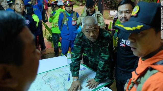 Toàn cảnh 9 ngày giải cứu đội bóng Thái Lan mất tích: 6 quốc gia chạy đua với thời gian trong điều kiện thời tiết khắc nghiệt - Ảnh 5.