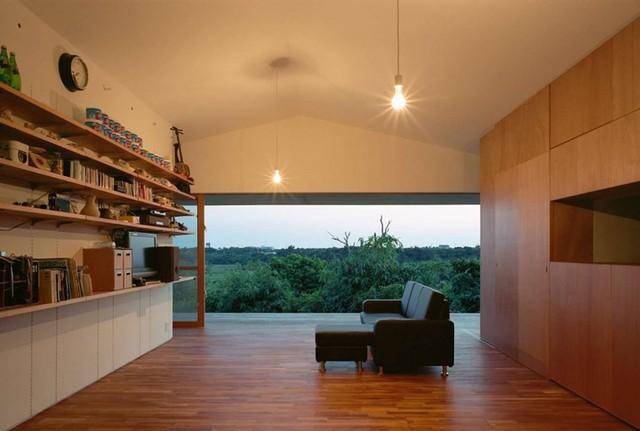 Kệ gỗ bố trí dọc tường làm giá sách, kệ trang trí.