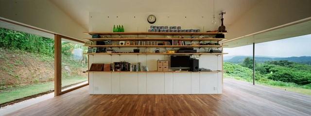 """Ngôi nhà chỉ có tổng diện tích vẻn vẹn 70 m2, nhưng nhờ áp dụng nguyên tắc trang trí tối giản nên những người sống trong đó luôn cảm thấy thoải mái và """"đủ đầy""""."""