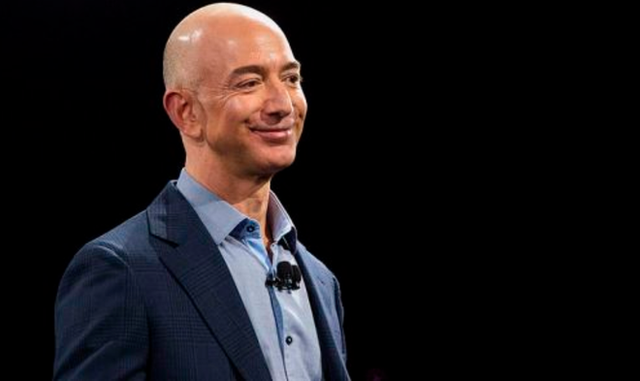 Phải nhìn vào đối thủ thì chúng ta mới thấy được sự tăng trưởng doanh thu của Amazon khủng khiếp đến mức nào - Ảnh 1.
