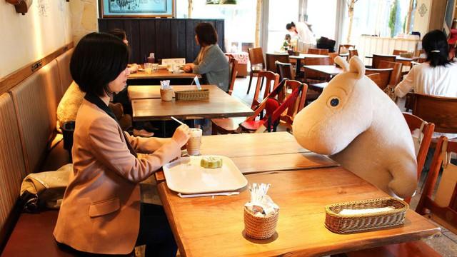11 sự thực về Nhật Bản khiến cả thế giới phải ngã ngửa: Những tiện ích, dịch vụ kỳ lạ phục vụ cho cuộc sống hiện đại nhưng đầy cô đơn - Ảnh 5.