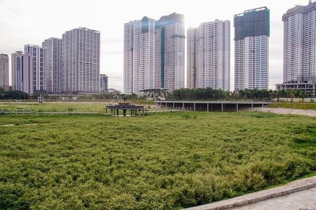 Các dự án công viên, hồ điều hòa Hà Nội ngổn ngang dưới nắng 40 độ - Ảnh 1.