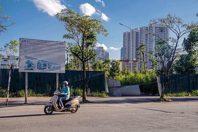 Các dự án công viên, hồ điều hòa Hà Nội ngổn ngang dưới nắng 40 độ - Ảnh 4.