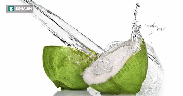 Uống nước dừa hàng ngày, đặc biệt trong những ngày nắng nóng có nguy hiểm không? - Ảnh 1.