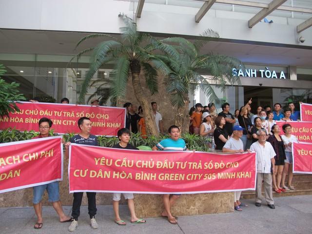 """Sau công văn hỏa tốc của Hà Nội và cuộc gặp bất ngờ của đại gia """"Đường bia"""", cư dân Hòa Bình Green City mong sớm có sổ đỏ - Ảnh 1."""