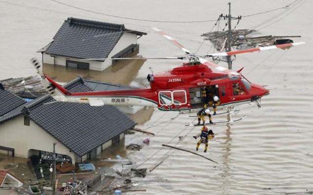 Những hình ảnh về trận mưa lũ lịch sử ở Nhật Bản - Ảnh 7.