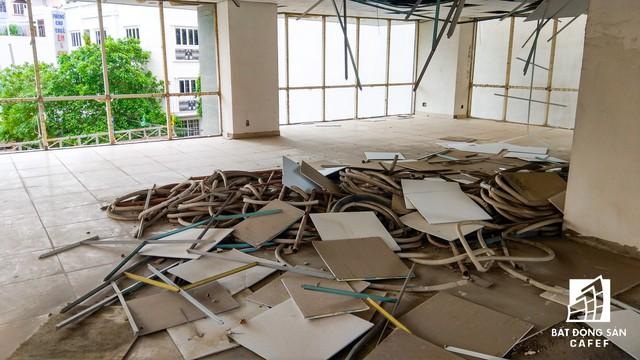 Cận cảnh chung cư tại TP.HCM vừa bị công an truy nã chủ đầu tư do CEO biến mất - Ảnh 9.