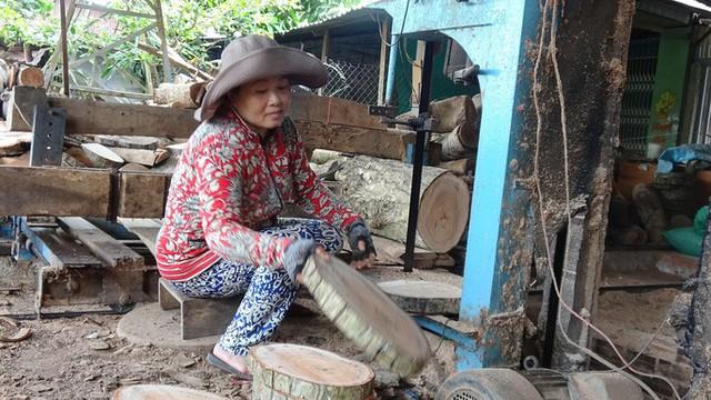 """""""Đột nhập"""" làng nghề làm thớt gỗ trứ danh ở miền Tây - Ảnh 6."""