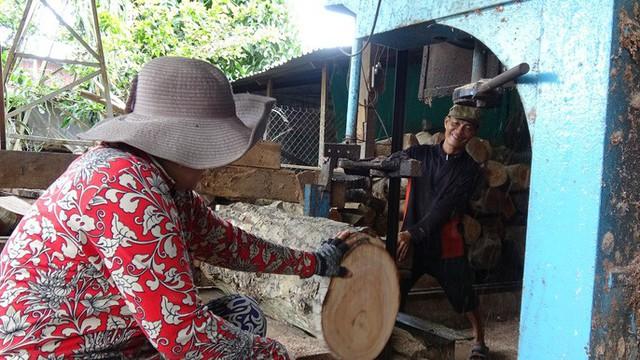 """""""Đột nhập"""" làng nghề làm thớt gỗ trứ danh ở miền Tây - Ảnh 10."""