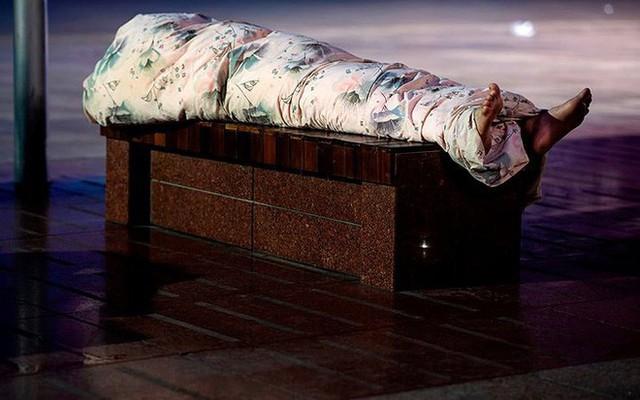 """Ảnh: Thượng Hải nóng """"như lò lửa"""", người dân phải đổ ra đường ngủ - Ảnh 10."""