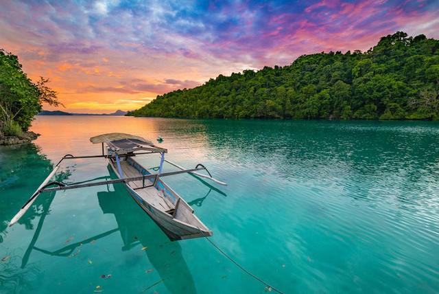 Chẳng cần đi đâu xa, 8 hòn đảo xinh đẹp ngay cạnh Việt Nam này bạn phải đi ít nhất một lần trong đời - Ảnh 8.