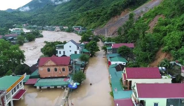Toàn cảnh mưa lũ tại Nghệ An nhìn từ trên cao - Ảnh 1.